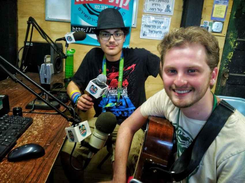 Matt Arons on radio Kol Ramah